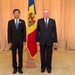 Ambasadorul Tong Mingtao decorat de presedintele Republicii Moldova, 3 iulie 2015